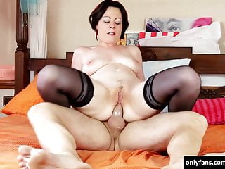 Horny milf in the bedroom (ANAL)