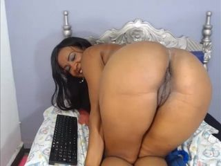 Colombian Booty MILF Offers Me Her Wet Vagina