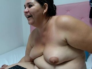 Venezuelan Chubby Webcam MILF Opens Up Her Mouth For My Semen