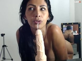 Venezuelan Mommy Arousing Deepthroat Dildo With Honkers Out
