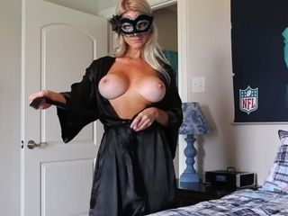 Hooded cougar Is well-prepped For web cam showcase