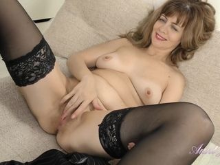 Mom Lady With Hairy Pussy Spreads Her Legs