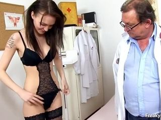 Nice Darkhaired Babes Cunt Exam - Belle Claire