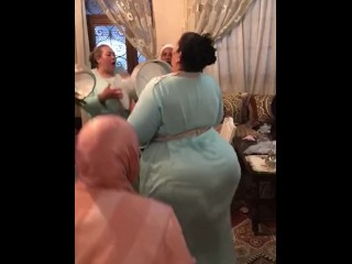 Arab obese arse dance