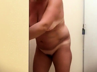 my BBW mom showers in the holiday park
