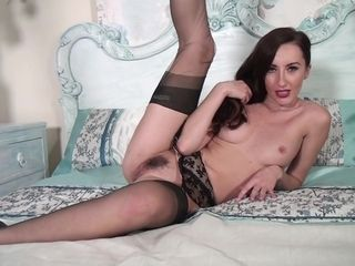 Flexible Mommy Shows Hairy Hoochie-Coochie High-Quality