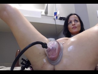 Web cam damsel pumping her enormous raw vagina