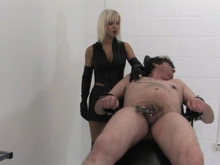 Smoking leather domme treats sub like ashtray