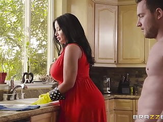 Half-naked stepmother flashes pussy to seduce stepsonJoin Br