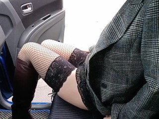 Flashing shaved pussy in the car