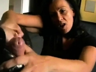 Bestes Deutsch MILF geben shoejob foot