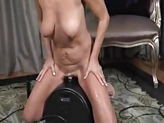 Payton ch�teau -Sybian working-out