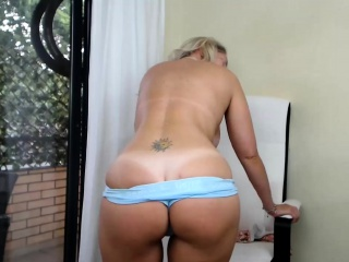 Inexperienced sexydea demonstrating mounds on live web cam