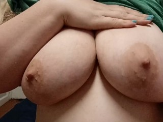 Cum watch me play with my titties 😈