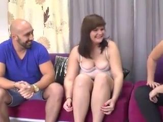 18 Years Old French lardy girl copulated by a mom man