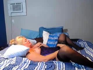 Unexperienced ash-blonde mature finger-tickling her outstanding fuzzy wuzzy