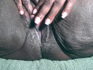 Ebony Milf Squirts all over the floor. @XHisQueenSugaX