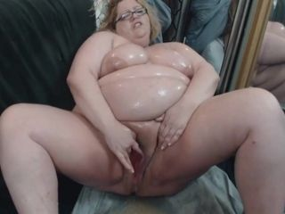 fat bitch pukes for her son