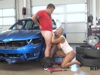 'RIM4K Car mechanics anus is tongued by a sexy short-haired beauty'