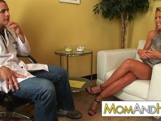 Cougar mommy Kayla Synz ass-fuck with bizarre medic