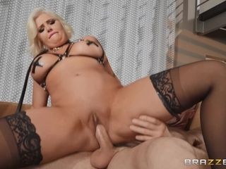Curvy MILF beauty Karissa Shannon gives her muff to impassioned sexmate