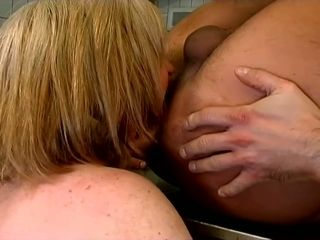 Wild mature whore with saggy big boobies gives quite a nice blowjob