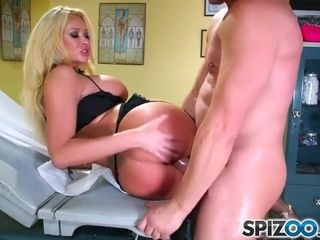 Summer Brielle In Visits Exciting Doctor