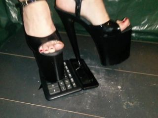 Dame L kick with extraordinary high high-heeled shoes calculator.
