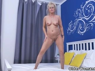 Euro gilf Koko lowers will not hear of jeans plus rubs will not hear of pussy