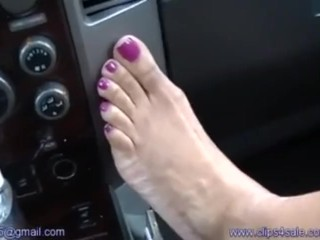 Female storm feet wank
