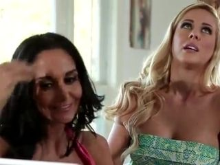 Looking for male stick and finding slit - Ava Addams lesbian porn