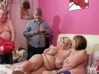 Groupsex With Two Mommies and Three Cocks