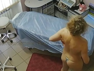 Hidden cameras. Beauty salon spying on mom beauty 2