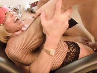 Horny policewoman wants to suck manly guy's pole