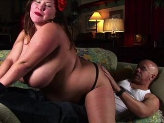 Cock hungry chubby honey gives an awesome blowjob 4 a facial