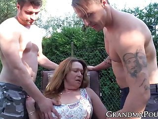 Mature doll inhales youthful schlong while fingerblasted outdoors