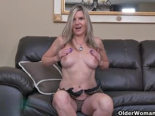 Scrummage milf Dani occurrence teases us trifles all directions nylon