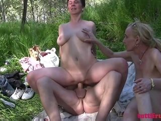 TuttiFrutti - Hot Family picnic in the park