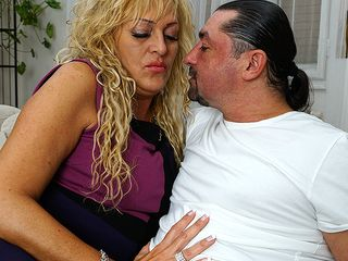 Wild housewife deep throating and boinking a firm knob