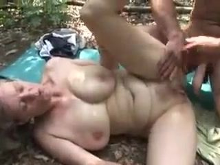 Alte verfickte Witwen Fotzen - mature German wife fucked outdoor in the woods