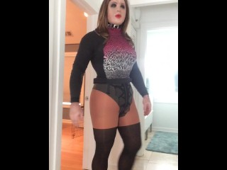Violet's orgasm (trans, feminization, crossdress, transformation, female mask, mask, high heels)
